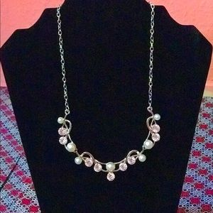 Jewelry - Silver pearl necklace